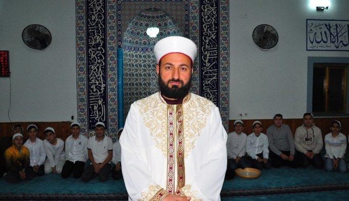 Cami imamı çocukların kaderini değiştirdi