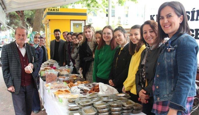 Alaşehir'de kardeş okul için kermes