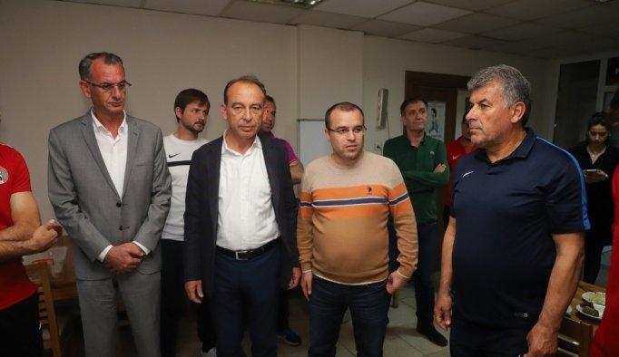 Başkan Akın'dan Turgutluspor'a tatlı moral