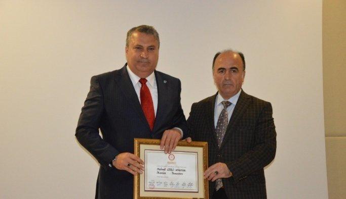 Başkan Çerçi mazbatasını aldı