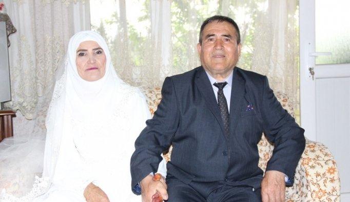 Evliliklerinin 50. yılını muhteşem bir düğünle kutladılar