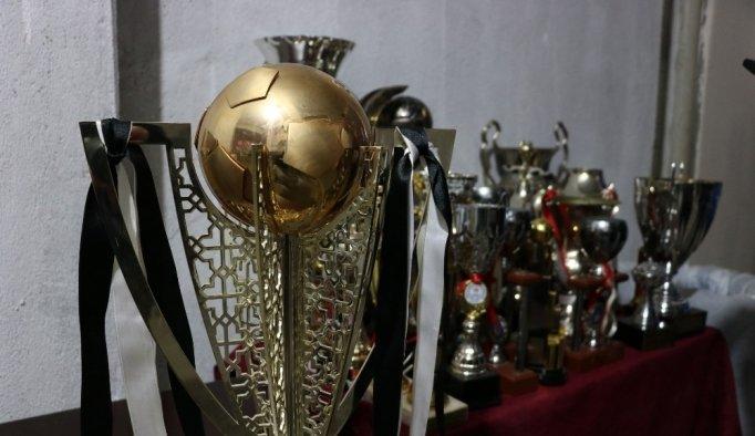 Manisaspor'un tarihi kupaları 59 bin liraya satıldı