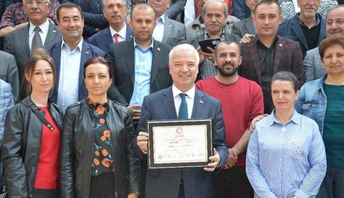 Saruhanlı'nın yeni Başkanı Zeki Bilgin Mazbatasını aldı