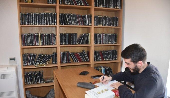 Tarihi yapı kitap kurtlarını ağırlıyor
