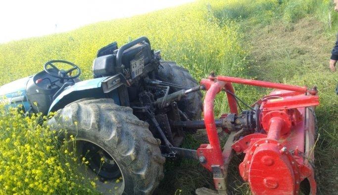 Traktör devrildi, sürücüsü yaralandı