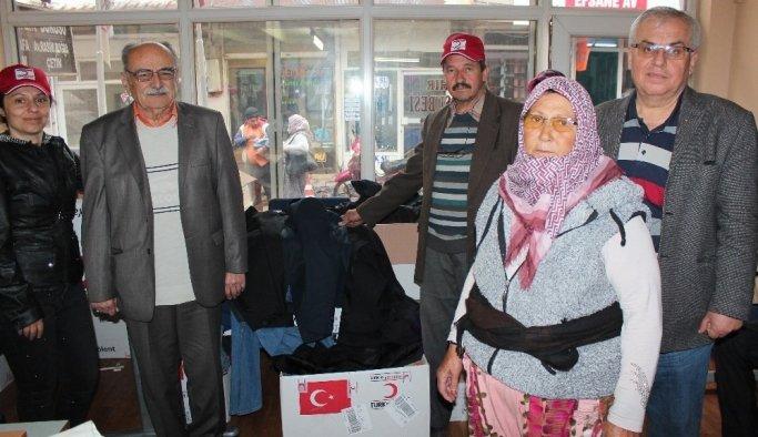 Türk Kızılayı Alaşehir'de ihtiyaç sahibi aileleri giydirdi