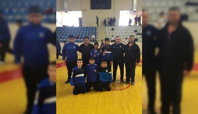 Yunusemreli 6 güreşçi Türkiye Şampiyonasına katılacak
