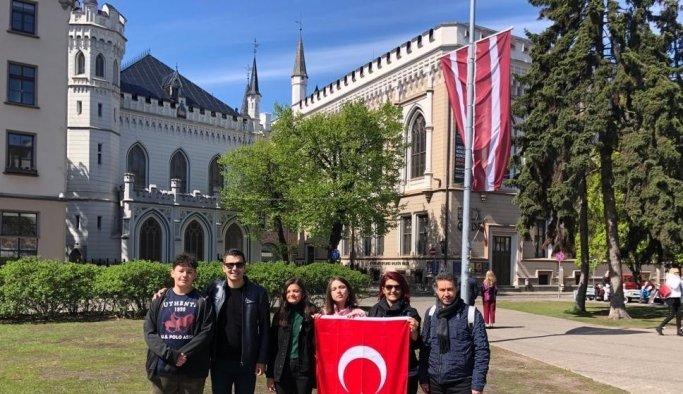 Avrupa gezisini tamamlayan öğrenciler yurda döndü