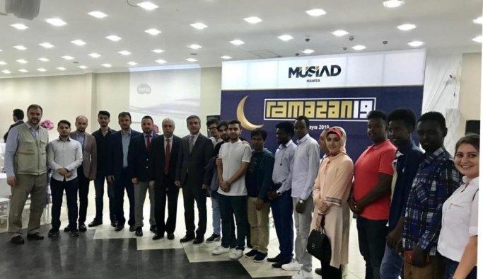 Manisa MÜSİAD iftar sofrasını öğrencilerle paylaştı