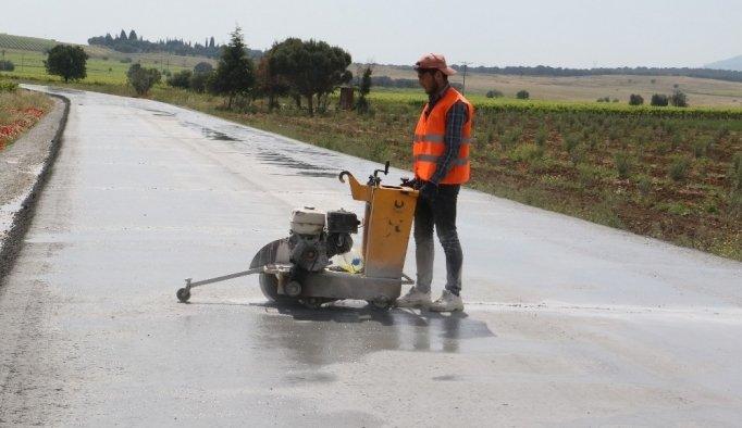 Manisa'da asfalta alternatif beton yol uygulaması