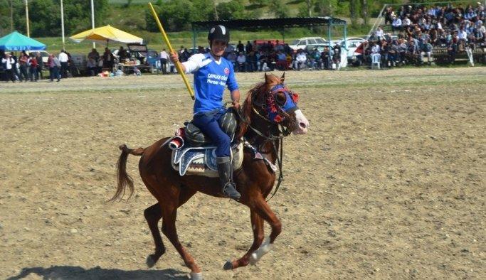 Şampiyonluğu atlarıyla oynayarak kutladılar
