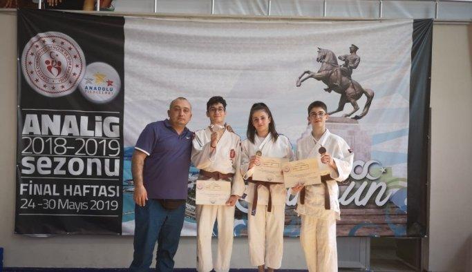 Yunusemreli judocular Samsun'dan madalyalarla döndü