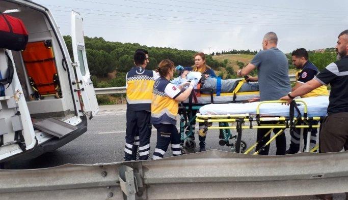 Otomobil tıra arkadan çarptı: 2'si ağır 3 yaralı