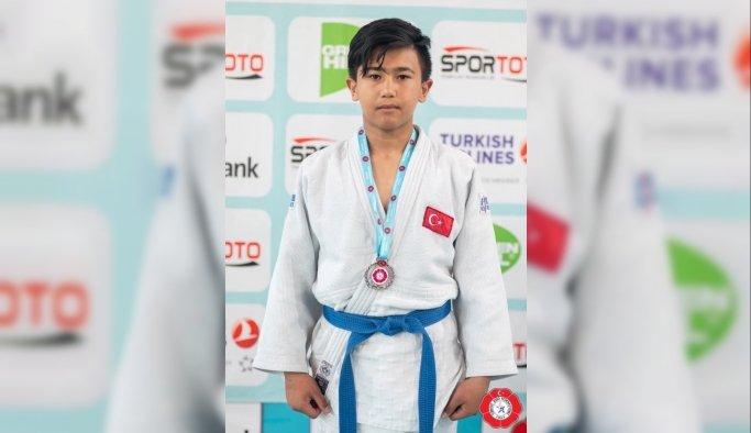 Salihlili 2 judocuya Balkan Şampiyonası'nda milli görev