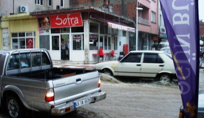 Sarıgöl caddeleri göle döndü