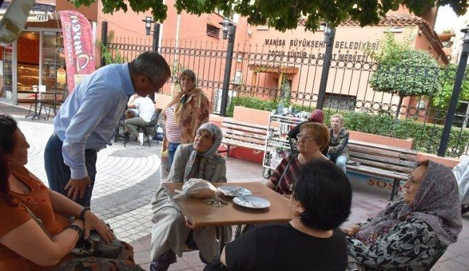 Vali Deniz, İzmir Caddesi esnafını ziyaret etti