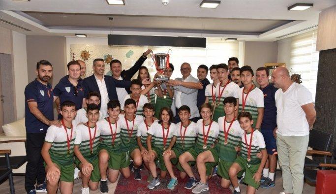 Başkan Ergün şampiyonları ağırladı