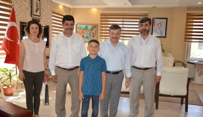Bursluluk Sınavı Türkiye birincisi Şehzadeler Merkez İmam Hatip Ortaokulu'ndan