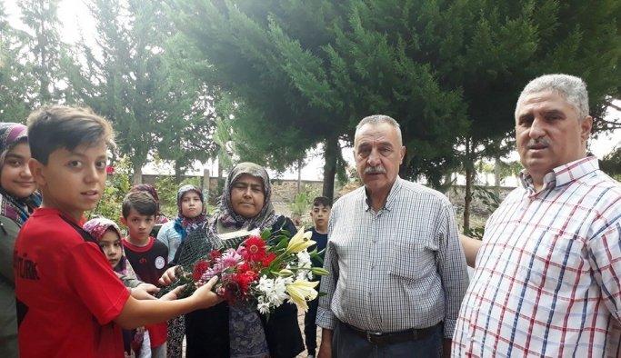 Kur'an Kursu öğrencilerinden şehit mezarına ziyaret