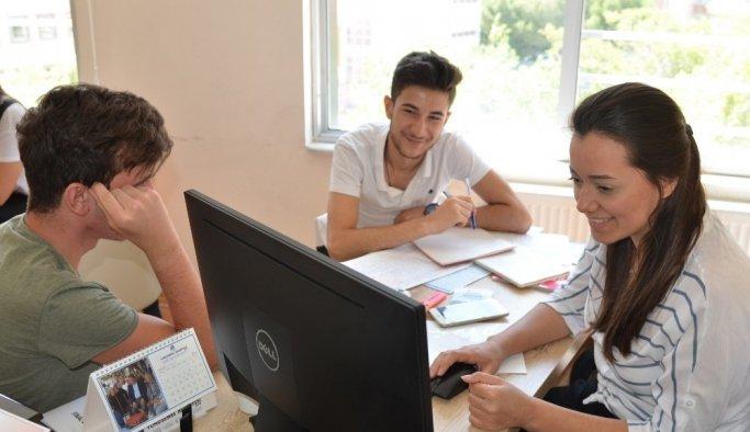 Yunusemre Gençlik Merkezinden üniversite öğrencilerine danışmanlık hizmeti