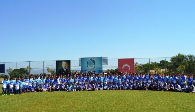 Yunusemre'nin futbol kursuna yoğun ilgi