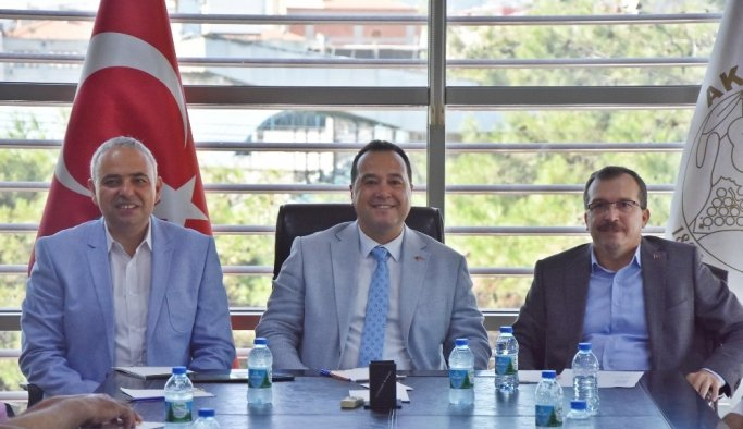Akhisar Üniversitesi Derneği iki milletvekilinin katılımı ile toplandı