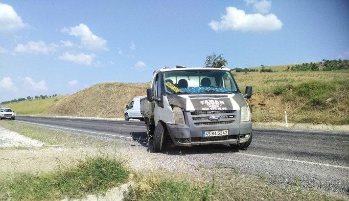 Manisa'da süt toplama aracı ile otomobil çarpıştı: 4 yaralı