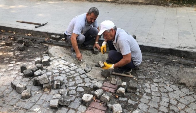 Şehzadeler'de bozulan yollar bakıma alındı