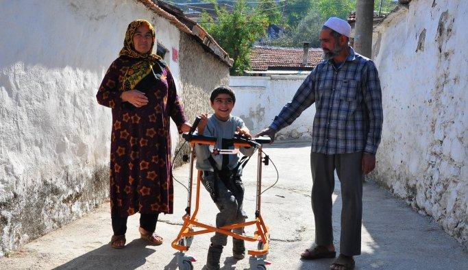 Küçük Mahsut, babasının inşaat demirlerinden yaptığıyürüteçten kurtuldu