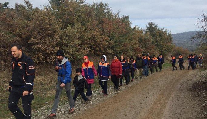 AFAD gönüllüleri ve çalışanları Türkmen Şelalesi'nde çöp topladı
