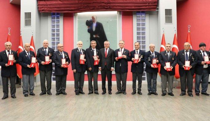 Manisalı Kıbrıs gazilerine madalya töreni