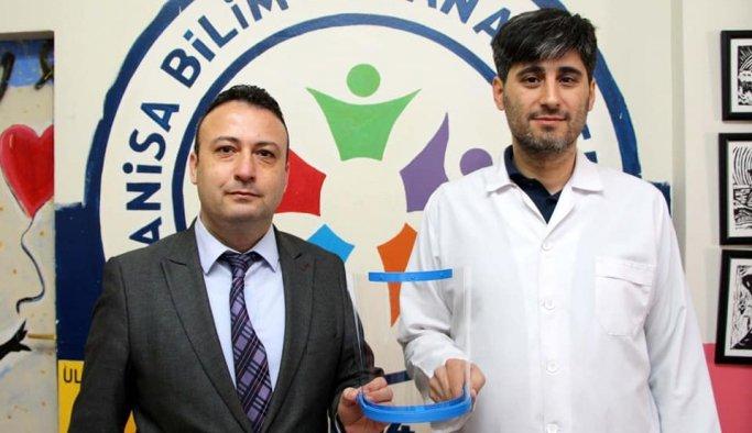 Manisa BİLSEM'den sağlık çalışanları için ayda 300 adet siper maske