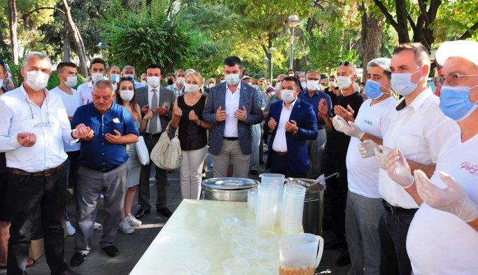 İYİ Parti Manisa'dan aşure hayrı