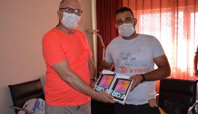 Maden işçileri köy okulu çocuklarına tablet bağışladı