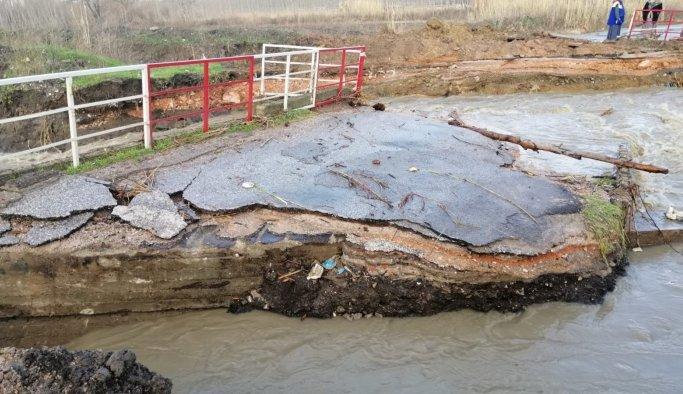 Soma'da köprü aşırı yağışa dayanamadı