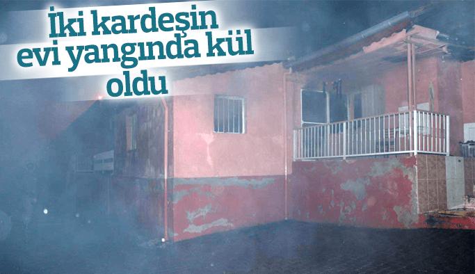 Manisa'da 2 ev alevlere teslim oldu