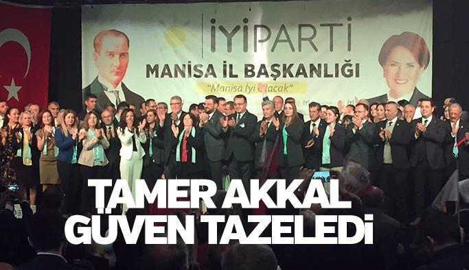 Tamer Akkal İYİ Parti'de güven tazeledi