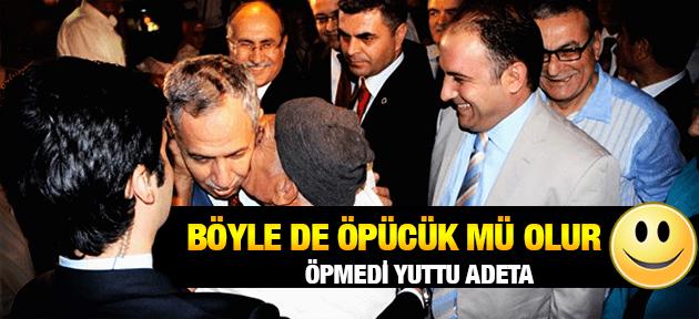 BÜLENT ARINÇ'I ÖYLE BİR ÖPTÜ Kİ