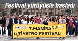Manisa'da tiyatro festivali kortej yürüyüşle başladı
