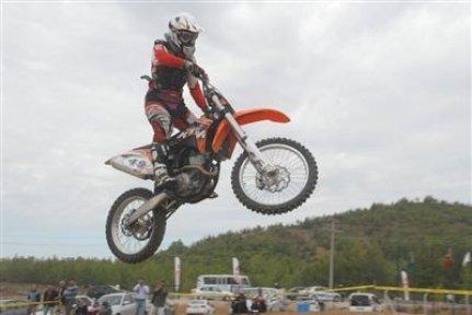 Motosikletler Akhisar'da Yarıştı