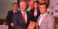 CHP'Lİ ÖZEL'E BAŞARI ÖDÜLÜ