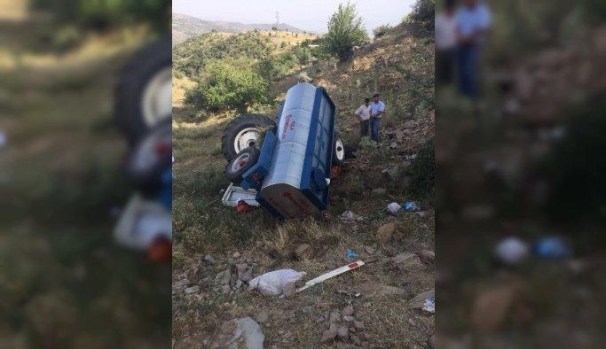 Kula'da traktör devrildi: 1 ölü, 1...