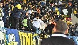Akhisar'da Fenerbahçe tribününde kan...