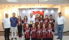 Başkan Akın, Türkiye dördüncüsü hentbolcuları...
