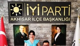 Akhisar'da belediyeyi kazandırmıştı, O isim adaylığını açıkladı