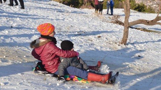 Karla kaplı Spil'e ziyaretçi akını