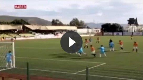 Manisa'da maçta kalp krizi geçiren futbolcu yaşamını yitirdi