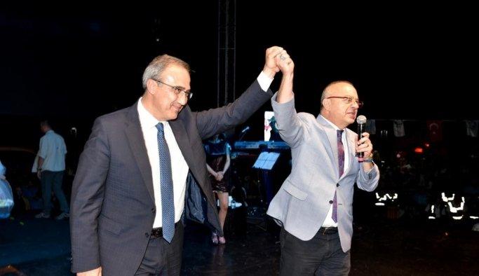 Alaşehir Hande Yener'le kurtuluş coşkusunu yaşadı