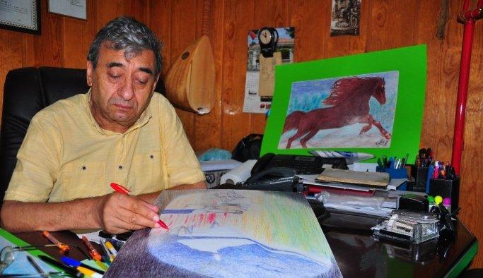 (Özel) Bedensel engelli iş adamı çizdiği resimlerle hayata tutundu