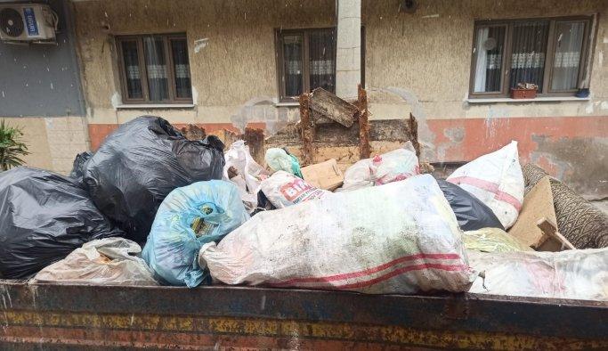 Çöp evden 4 traktör atık malzeme çıkarıldı